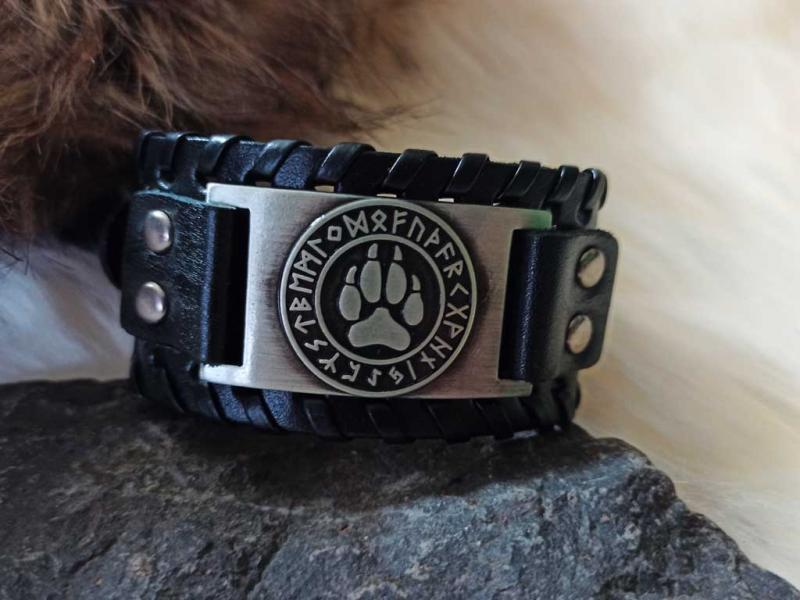 Bear claw bracelet made in leather