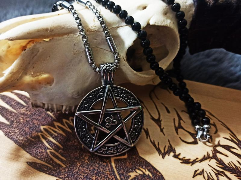Large pentagram on agate - stainless steel chain