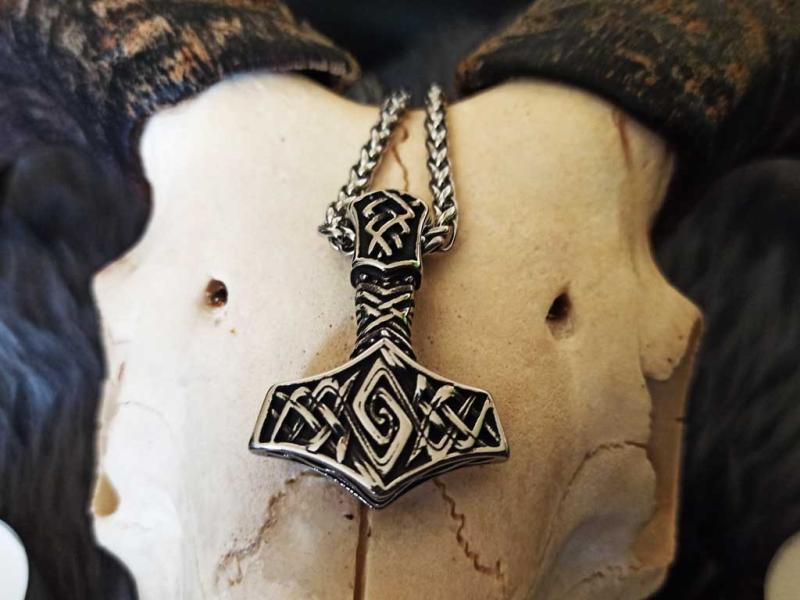 Viking jewelry Thorhammer
