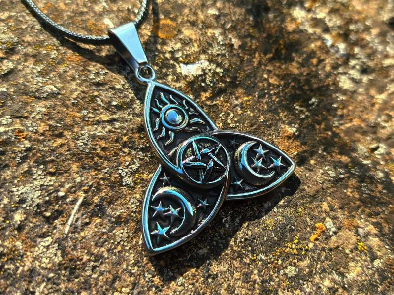 Triquetra decorated with pentagram made in stainless steel