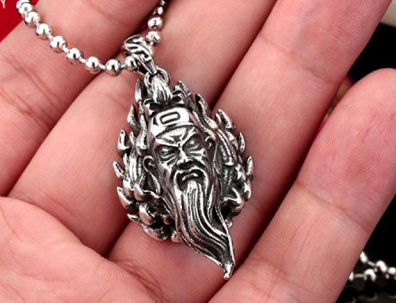 General Guan Yu head pendant