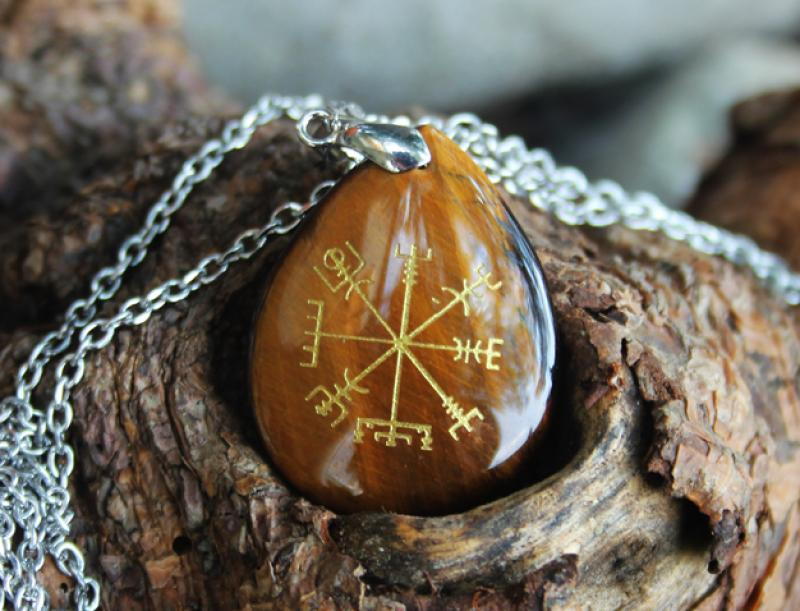 Tiger eye - Vegvisir pendant