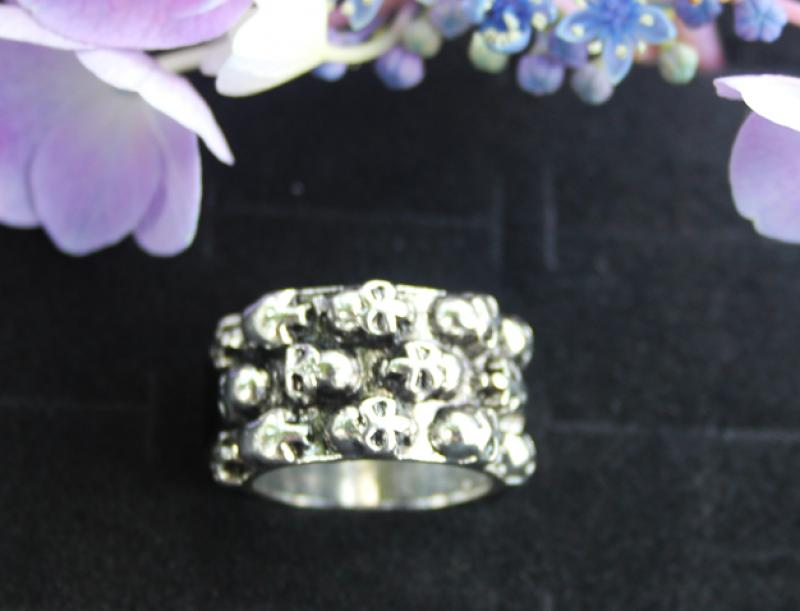 Wide female ring with skulls