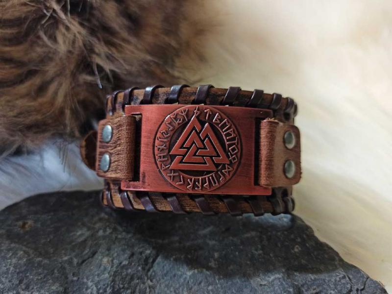 Valknut bracelet made in leather