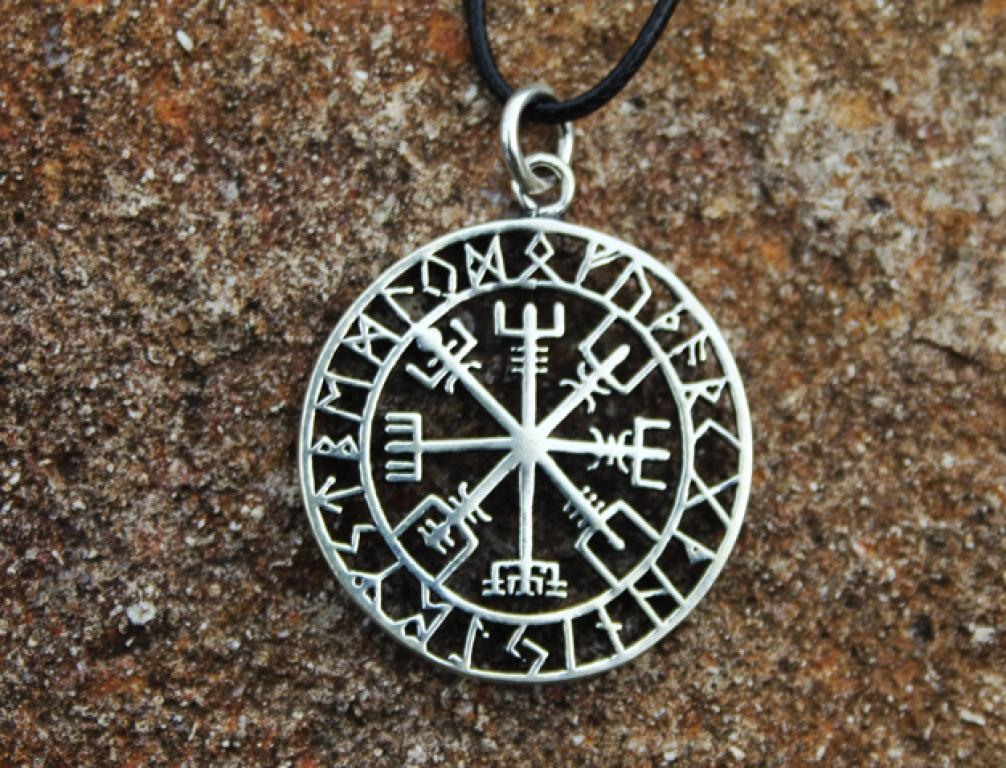 Great Vegvisir with rune ring
